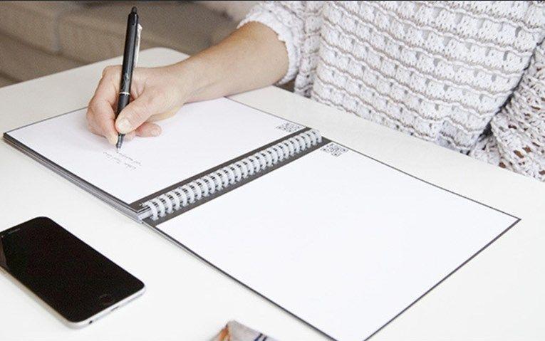 紙のノートに近い形状